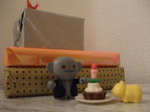 Mikan y el Señor Gris de cumpleaños ^^