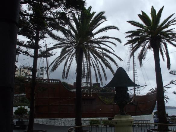 Barco museo y Enano